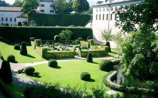 фото вида на замок Амбрас в Австрии