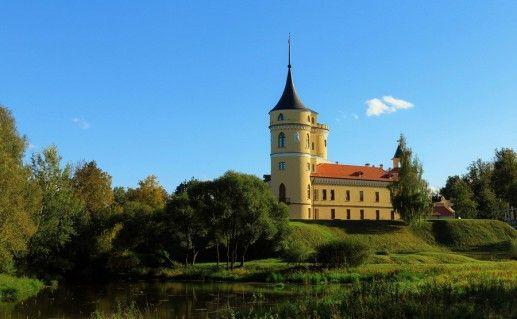 вид  на замок Бип в России фотография
