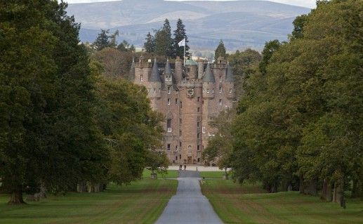 фотография вида на замок Глэмис в Шотландии