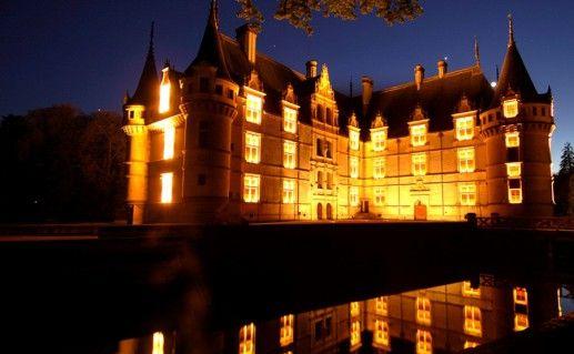 фото ночного вида замка Азе-ле-Ридо на Луаре