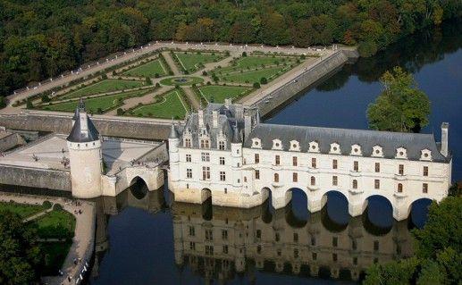 фото вида сверху на замок Шенонсо на Луаре