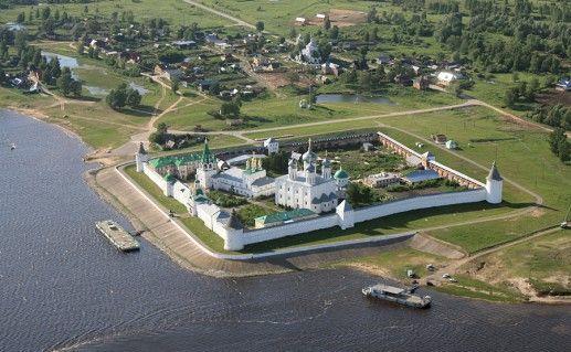 фотография вида сверху на Желтоводский Макариев монастырь в Нижегородской области