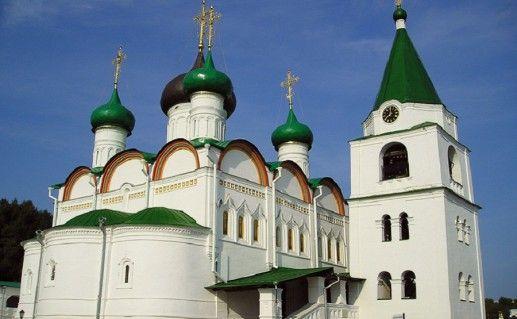 фотография вида вблизи на Печерский Вознесенский монастырь в Нижегородской области