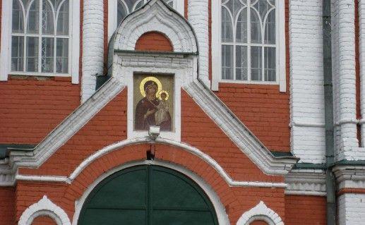 вид вблизи на Спасо-Пребраженский собор в Кимрах фото