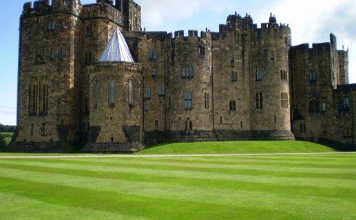 замок Эник в Англии фото