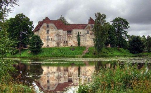 латвийский замок Яунпилс фото