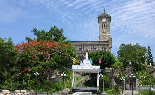 Католический собор в Нячанге фото