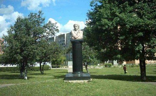 Памятник А.С.Пушкину в Подольске фотография