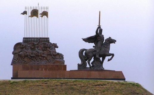 Памятник князю Игорю фото