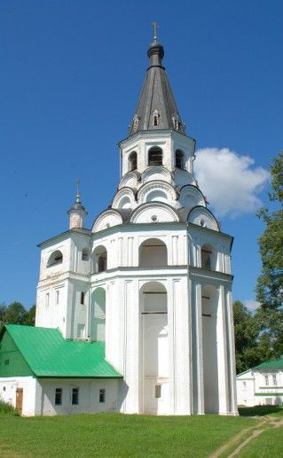 Распятская церковь-колокольня и Марфины палаты фотография