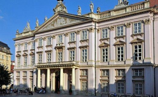 Архиепископский дворец в Братиславе фото