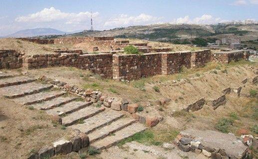 Город-крепость Эребуни фото