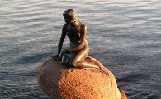 Памятник Русалочке в Дании фото