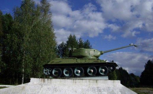 Фото памятник «Танк» в Тихвине