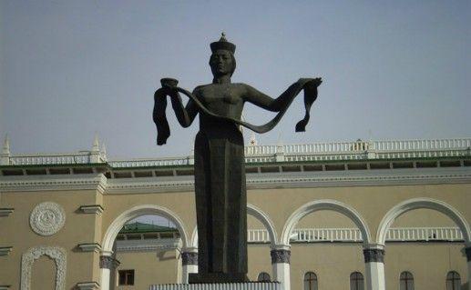 Скульптура Мать Бурятия фотография