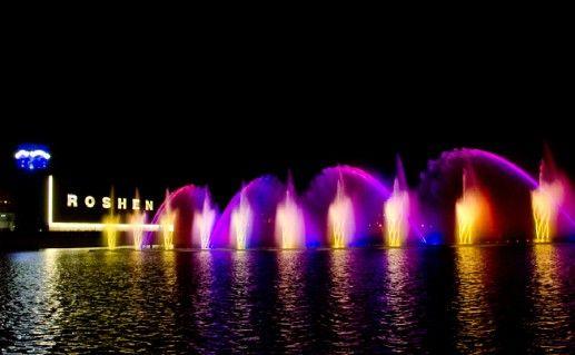 Светомузыкальный фонтан «Рошен» фотография