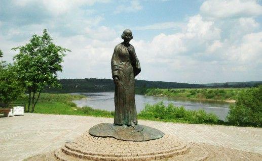 Фото памятник М.И. Цветаевой