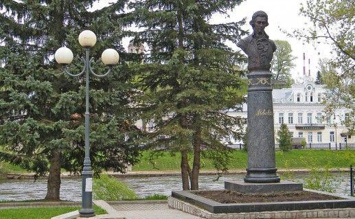 Памятник Н.А.Львову в Торжке фотография
