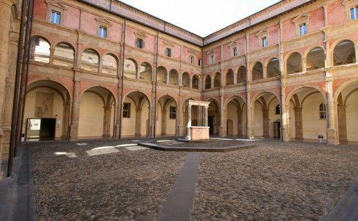 фото внутреннего двора Болонского университета