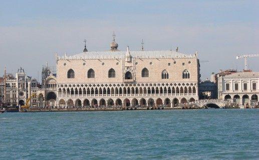 дворец дожей в Генуе фото