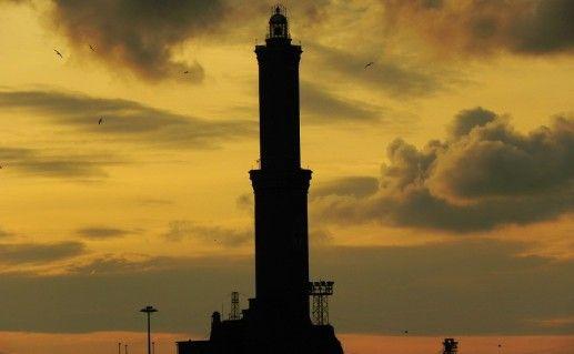 маяк Лантерна в Генуе фото