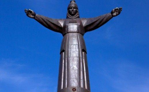фото монумента Мать-Покровительница в  Чебоксарах
