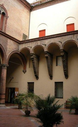 фото Общественого музея Средневековья в Болонье