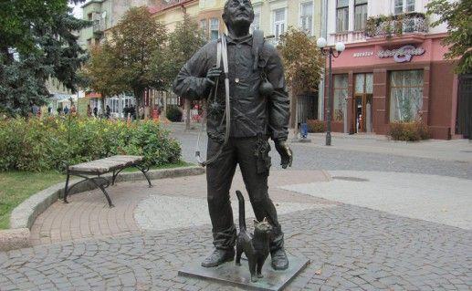 фото памятника трубочисту в Мукачево
