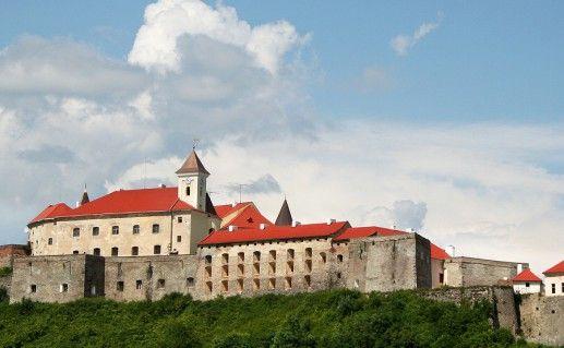 фото вида на замок Паланок в Мукачево