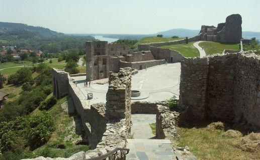 фотография замка девин в Братиславе