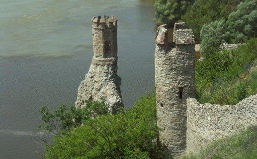 вид сверху на замок Девин в Братиславе фото