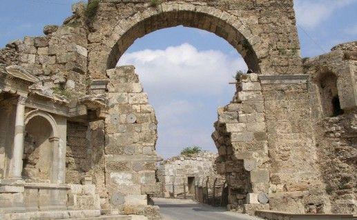 фотография арочных ворот в Сиде