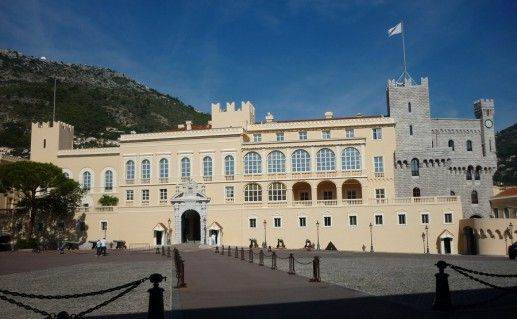 дворец Гримальди в Монако фото