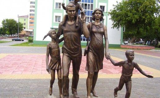 памятник cемье в Саранске фото