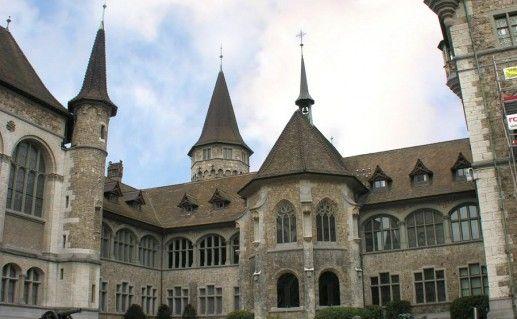 фото Швейцарского национального музея в Цюрихе