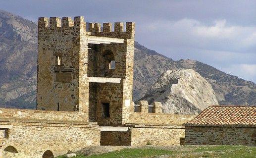фото Генуэзской крепости внутри Судак