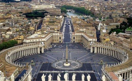 фото вида сверху на Собор Святого Петра в Ватикане