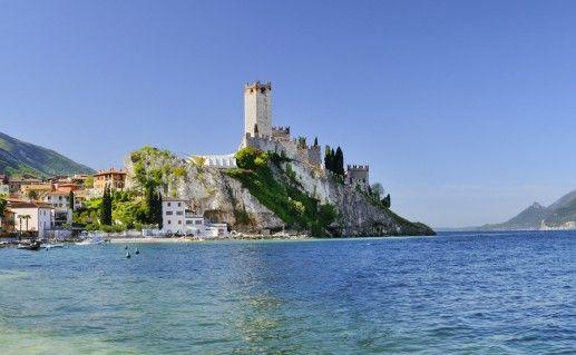 озеро Гарда в Италии фотография