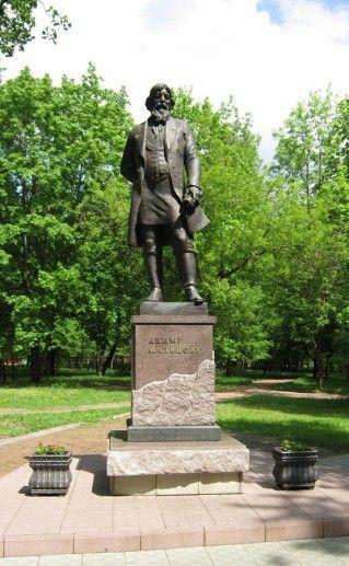 памятник Мальцову в Гусь-Хрустальном фото