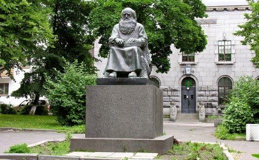 фотография памятника рунопевцу в Сортавале
