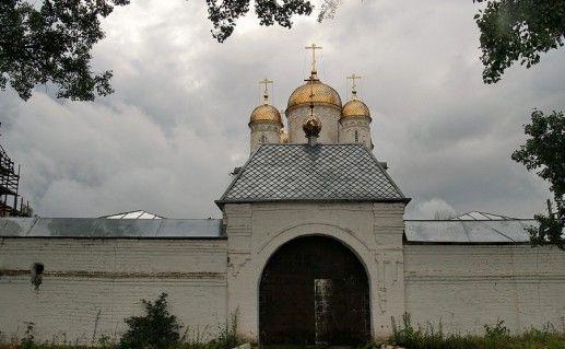 Вход в Лужецкий монастырь фото