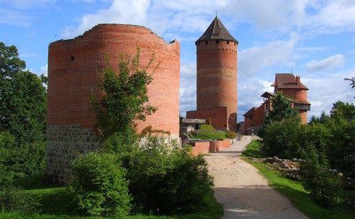 фото башни Турайдского замка в Сигулде