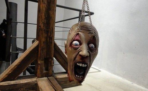 экспонаты в музее пыток в Праге фотография
