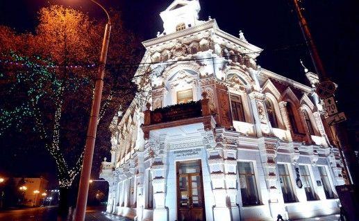 вид ночью на краснодарский краевой музей фотография