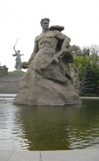фото волгоградского монумента Стоять насмерть