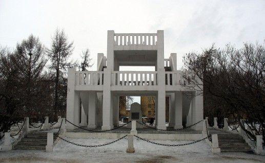 фотография памятника жертвам интервенции в Мурманске