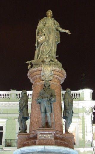 памятник основателям Одессы вид ночью фото