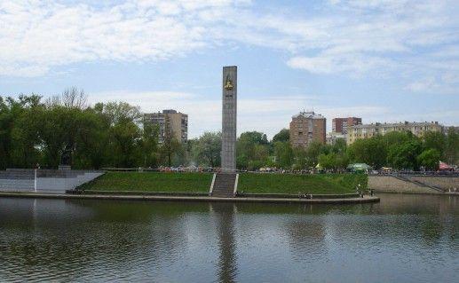 обелиск в честь 400-летия Орла фотография