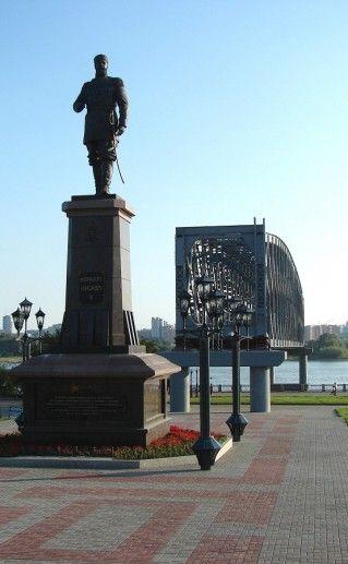 фото памятника Александру III в Новосибирске