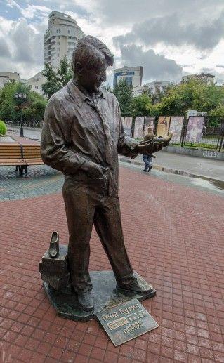 фото екатеринбургского памятника Букину